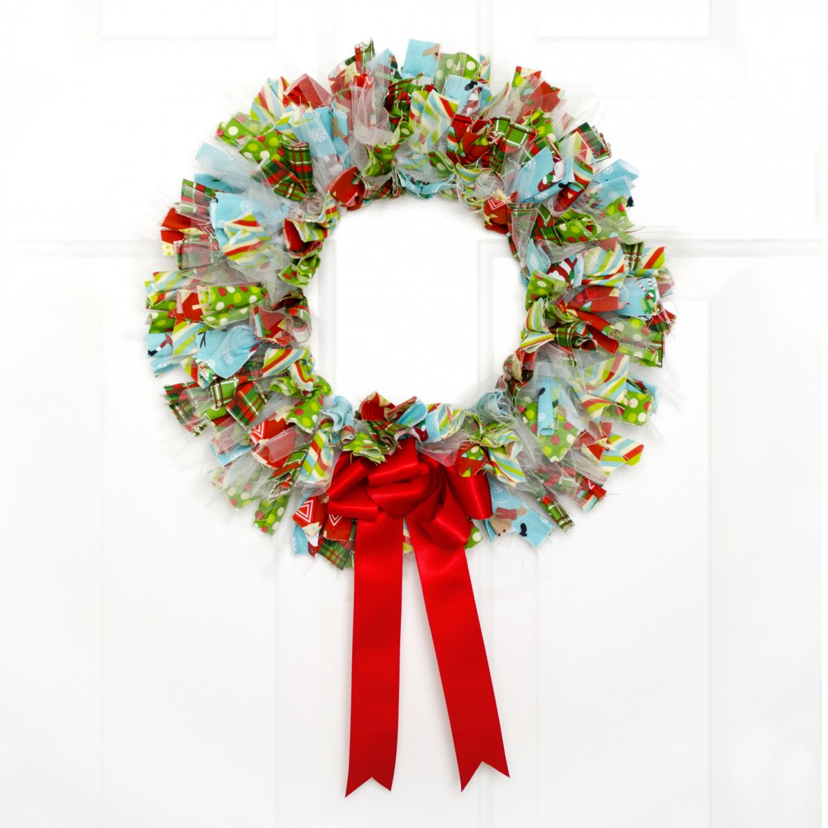 Quilt Inspiration On Twitter Nothing Says Welcome More Than A Festive Fluffy Door Wreath Made From Fat Quarter Strips Free No Sew Christmas Wreath Tutorial From Fabric Editions Https T Co 9lm51du9cv Https T Co Zwltkfror0