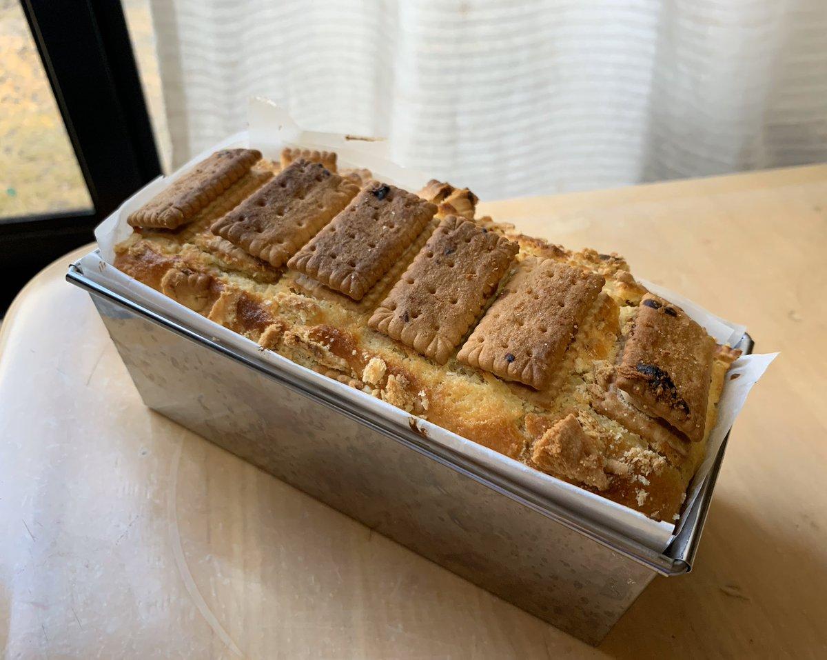やきいもさんのこと、知っている方も多いと思うけど私だいすきだったんです。以前ビスコのヨーグルトケーキがすごく美味しそうだったなあと思い出して 作ってみた。しっとりとした生地とざくざくしたビスコの相性が堪らなく好きだ