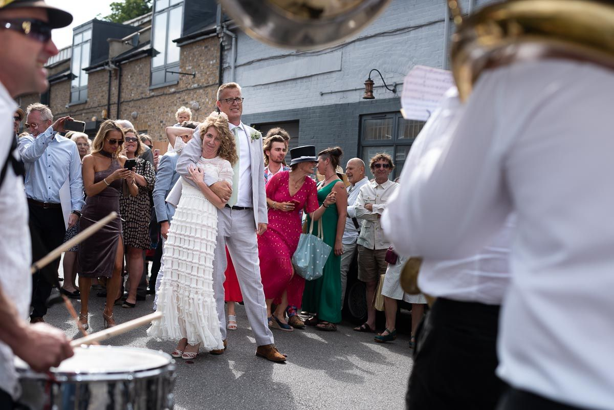 The Native Oyster Band were an absolute hit at Kitty and Will's Wedding outside @HugosQP, a brilliant #WeddingVenue in #WestLondon. #weddingphotographer #weddingphotographers #weddingphotographeruk #lewesweddingphotographer #weddingphotography #weddingphotos #weddingphoto