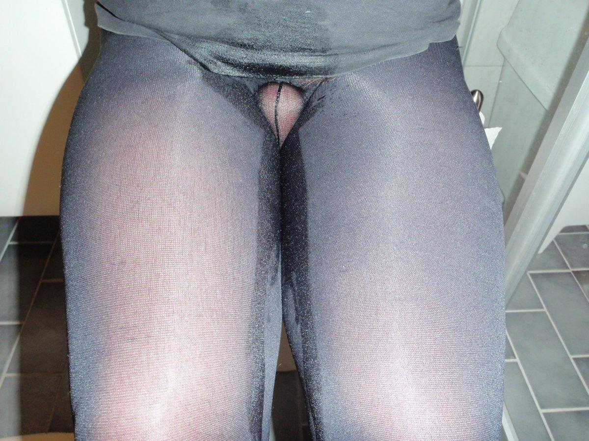 Must pee in Pantyhose on toilet