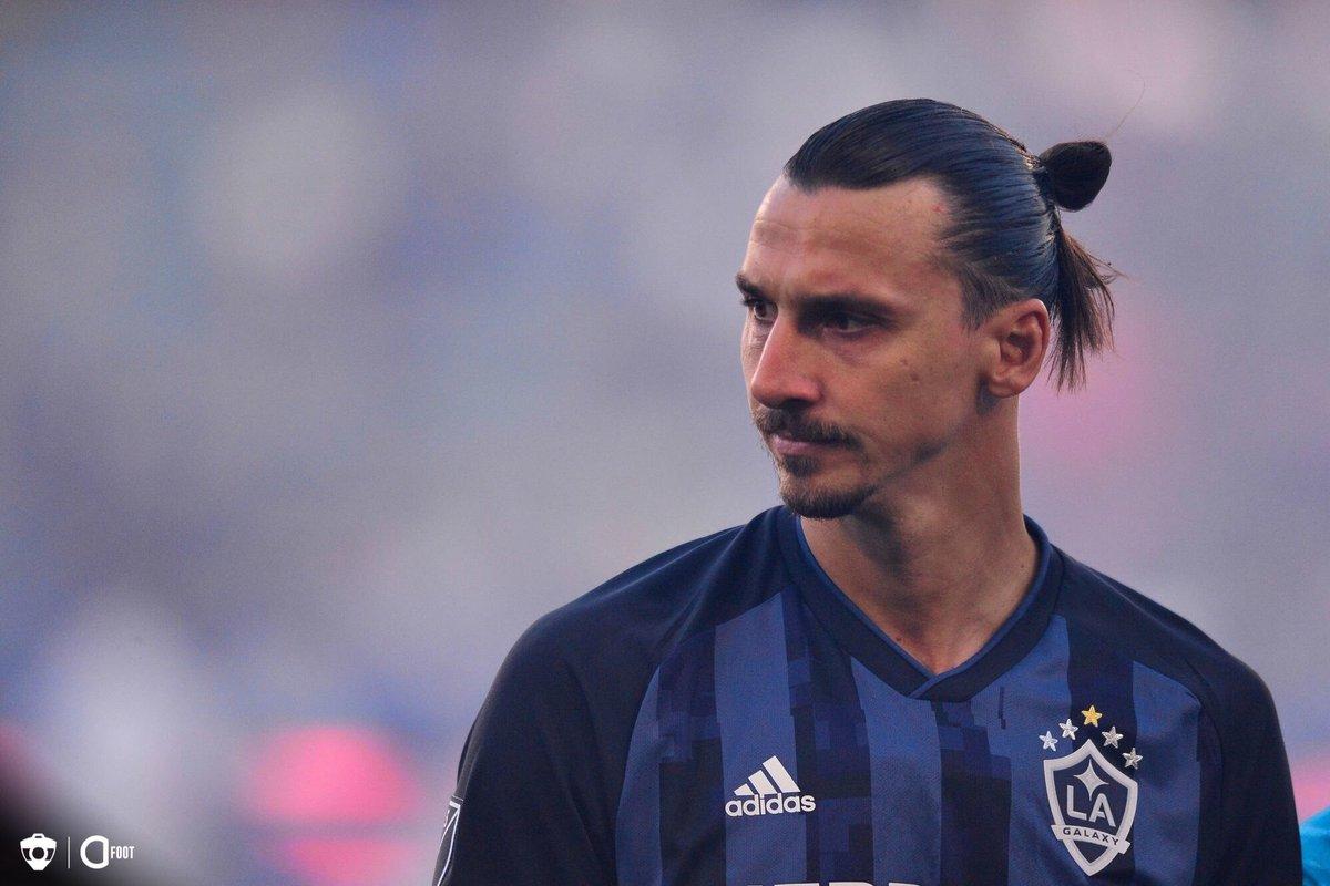 Zlatan Ibrahimovic : «Mettre un t-shirt Non au racisme, cest bien, mais cela ne résout pas le problème. Mieux vaut enlever trois points, arrêter le match et faire perdre de largent, de telle sorte que vous risquez d'être relégué en Serie B. Vous devez être stricts.» (GQ)