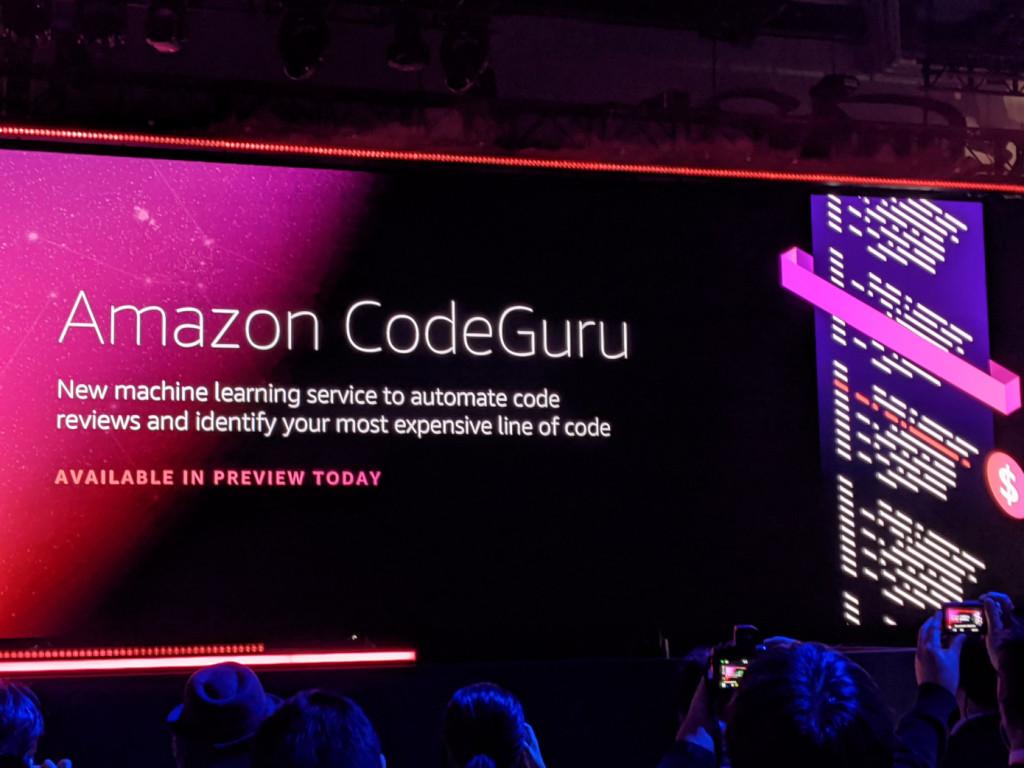 AWSは米国時間12月3日、コードレビューを自動化する機械学習ベースの新サービスのCodeGuruを発表した。同社内でコードレビューを実施して収集したデータに基づくもの。デベロッパーは、コードを記述したらプルリクエストにCode…