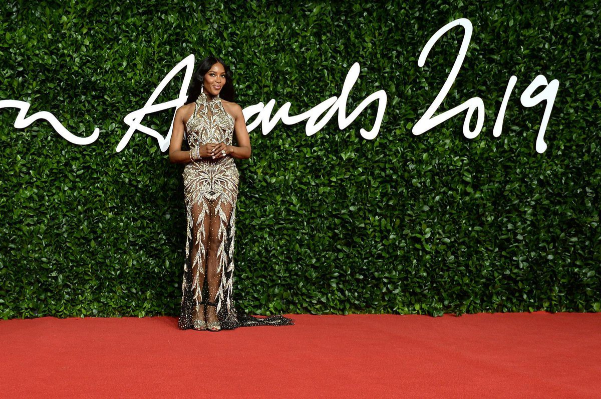 2019 Fashion Icon Award winner @NaomiCampbell arriving on The #FashionAwards red carpet! To see more red carpet highlights visit bit.ly/34PQuWu