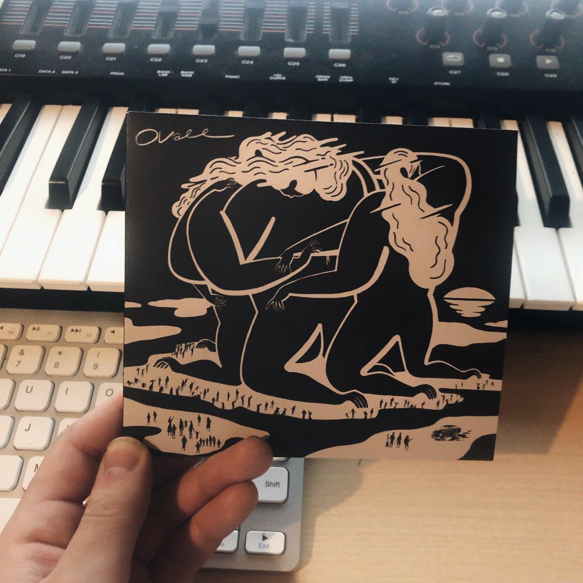 レーベルメートの@Ovall_Japan が本日ニューアルバムリリースしました。おめでとうございます!本当にかっこいいアルバムです。僕はTr7 「Paranoia」の歌詞を書きました。初回限定版では同じ曲の僕のカバー/リミックスバージョンも入っています。是非チェック👍