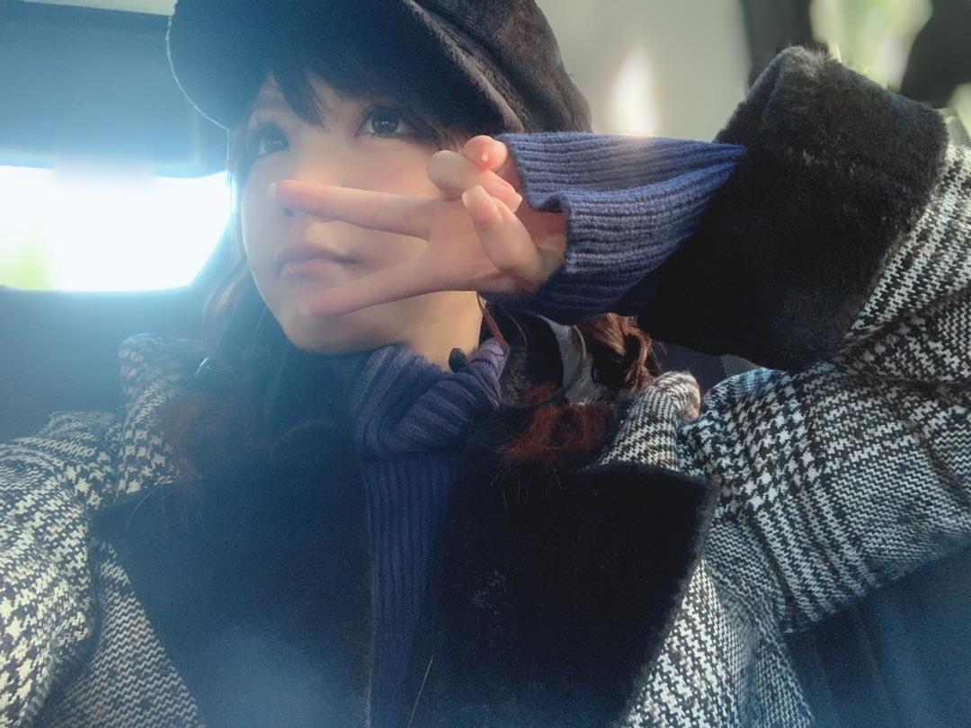 【Blog更新】 私の今の気持ち⸜( ・ᴗ・ )⸝: やっぴ〜💕💕💕💕💕👐珍しく青の洋服買いました♡田中れいなデス👐☺️👐これはBARAKで買いました❤️かわいー洋服着るとテンションあがるし誰かに会いたくなるよねっっっ😄❣️そしてネイルも してきた🏁💅💎✨またまた…
