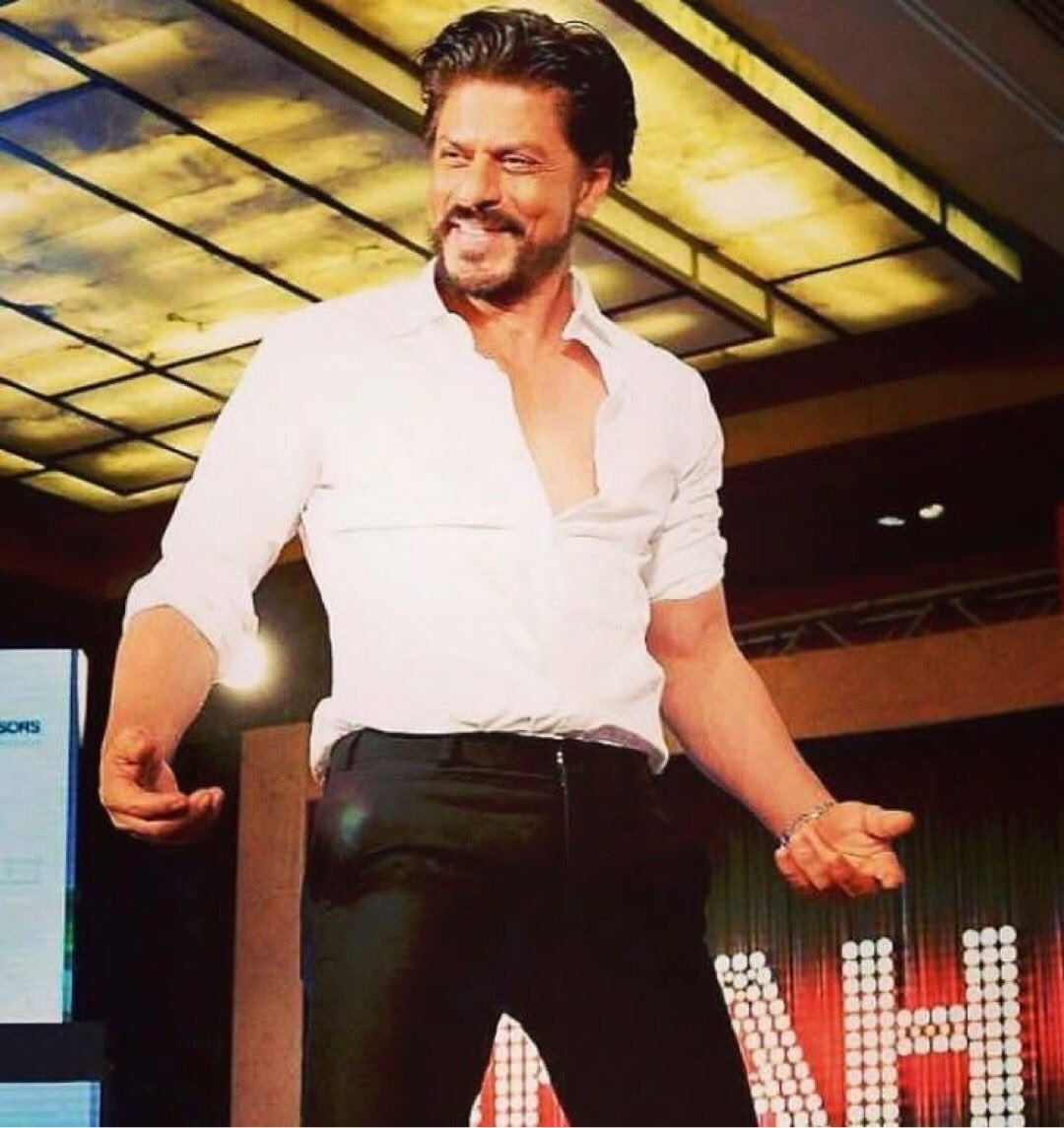 That dimpled smile of King Khan ❤️😍