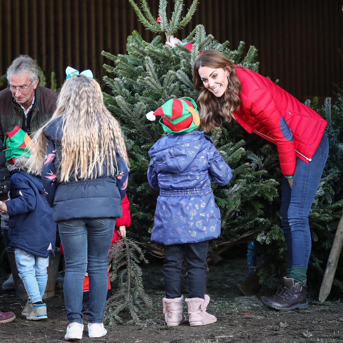 To mark her new patronage of @family_action, The Duchess visited a Christmas tree farm in Buckinghamshire to join families and and children who are supported by the charity.