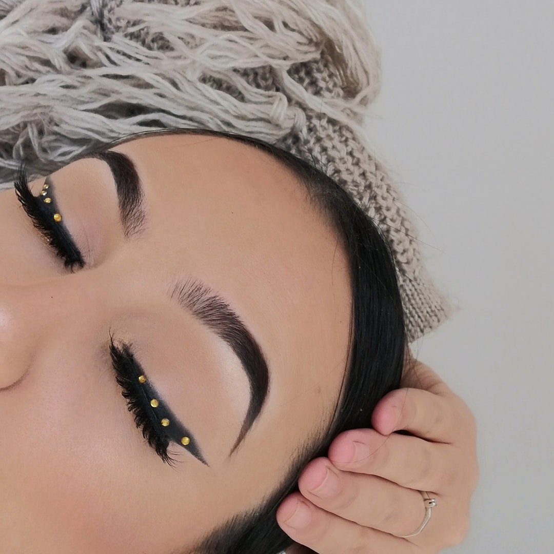 This'll be a christmas look@ABHcosmetics #dipbrow pomade in 'dark brown' @ABHcosmetics SOFT GLAM (black shadow) @hudabeauty Faux Filter in Baklava  #hudabeauty #anastasiabeverlyhills #anastasiabrows #abhprlist #abhprsearchpic.twitter.com/sUPjfddObX