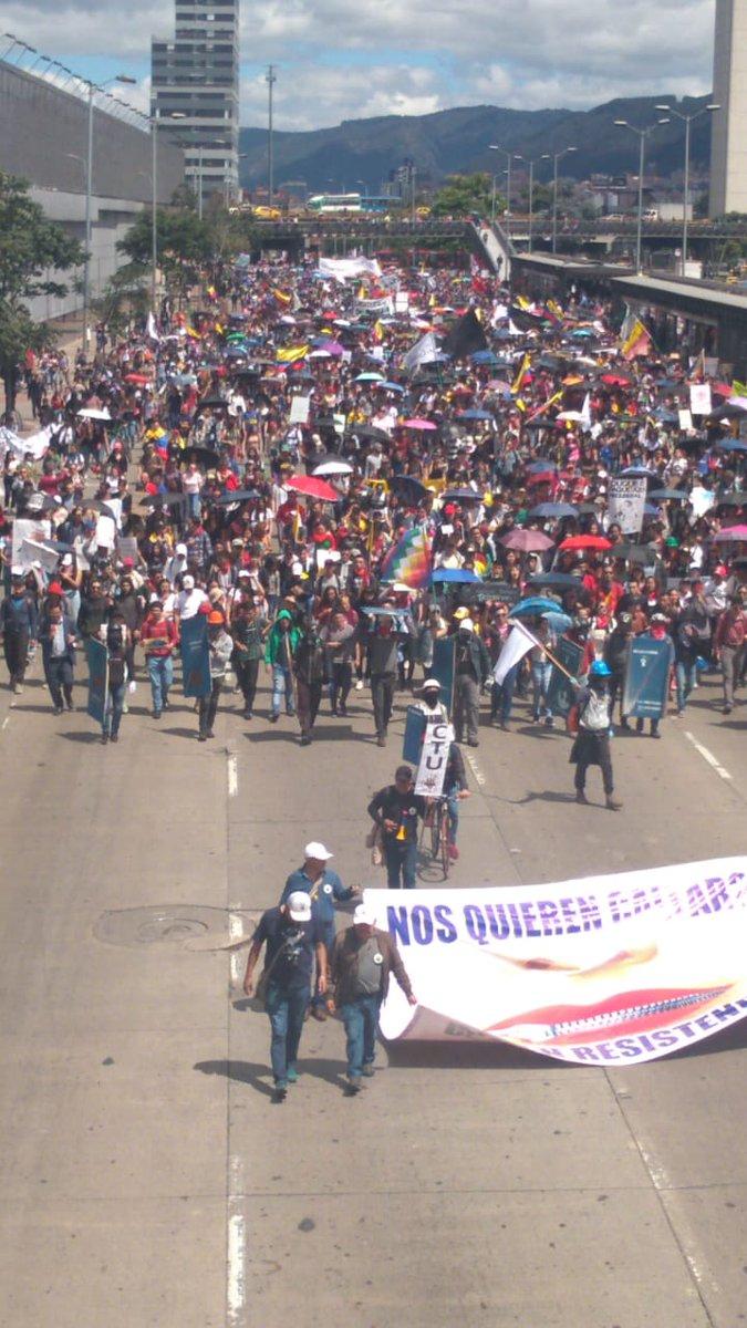 #Atención    multitudinaria marcha en todos los rincones de Bogotá contra el paquetazo de Duque en día 13 de protestas en el #ParoNacional #paronacional4D #PararSignifica