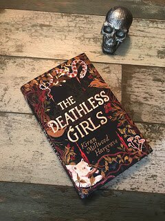#AdventForAuthors Day 4 – My fourth memorable read of the year is The Deathless Girls by @Kiran_MH. It's the untold story of the brides of Dracula and is gorgeously written, creepy and full of brilliant characters. Perfect for those dark, wintry nights!
