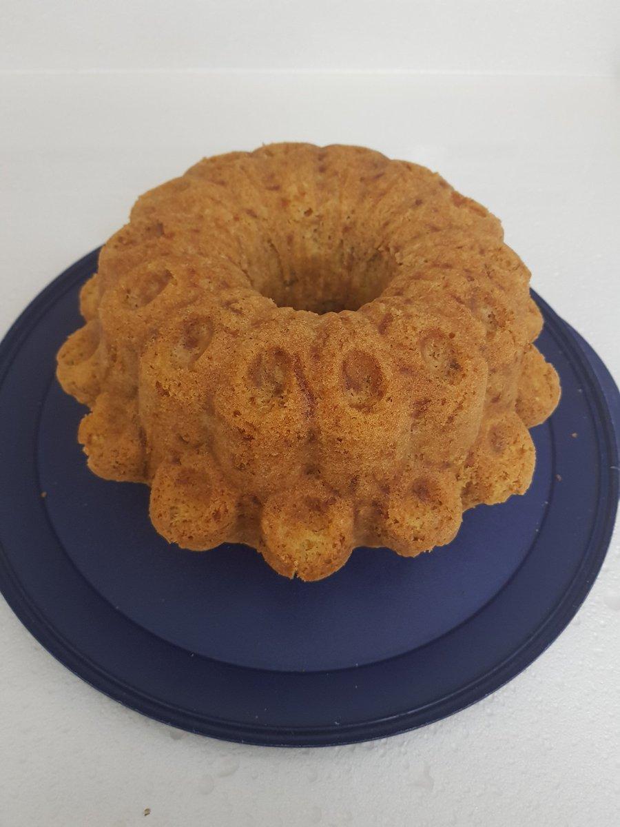 Tam 4 saattir mutfaktayım, gerginlik beni böyle yapar. Buyrun bu da starbucks keki https://t.co/LRwK4utMgA