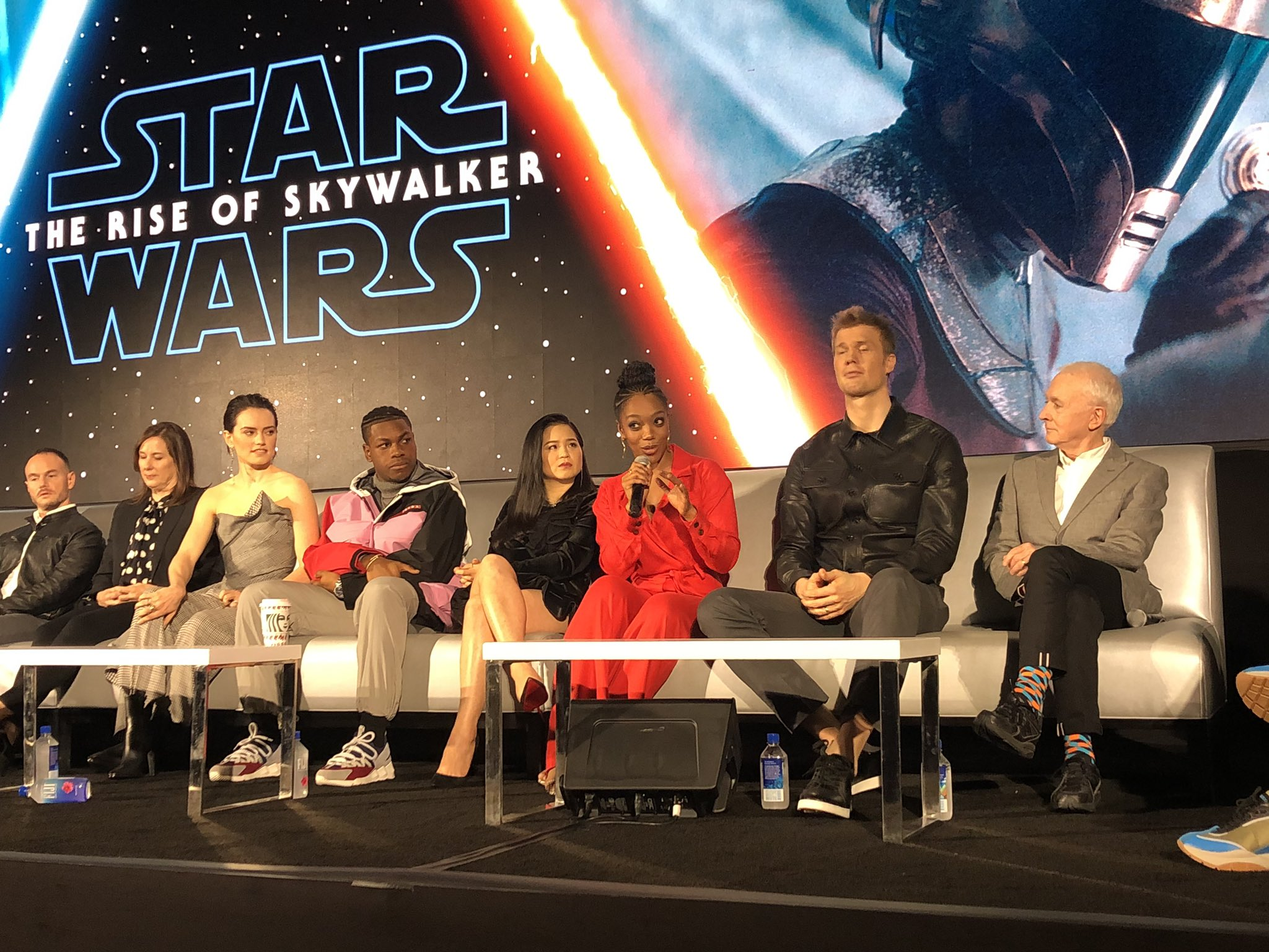 Episode IX: The Rise of Skywalker Press Tour & Interviews - Page 16 EK9qT5uU0AA0cUS?format=jpg&name=4096x4096