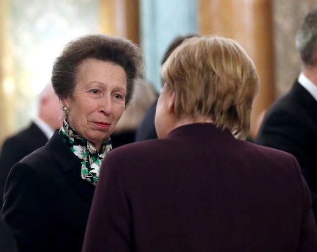 Did the Queen 'scold' Princess Anne for not greeting Trump? Many sure think so - Top Tweets Photo