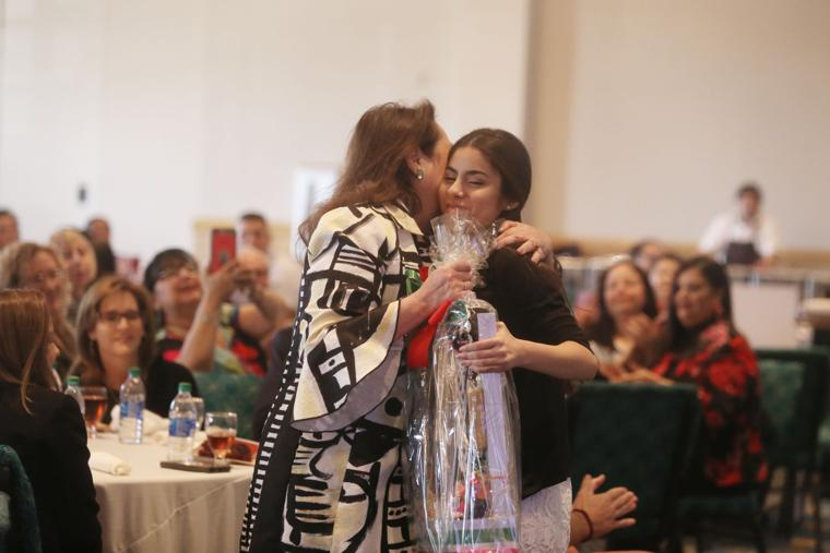 """ICYMI: Texas First Lady visits with Brownsville students. """"You are learning perhaps the most important life lesson: how to stay connected by giving of yourselves to help others in your community."""" @BrownsvilleISD #txlege https://bit.ly/2Lo4WgA"""