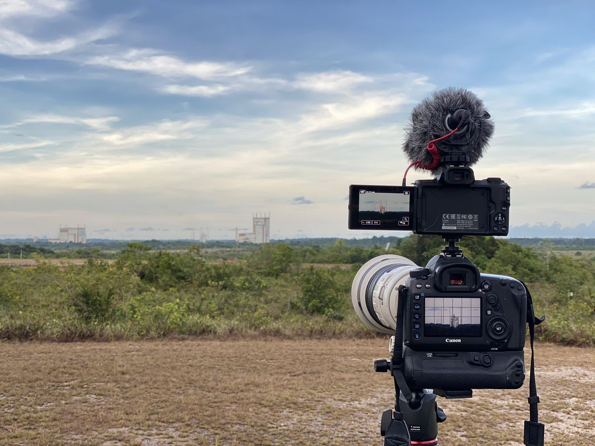 Two birds with one stone! Trying something new this #VA250 launch: a 4K video camera mounted in the hot shoe of my photo camera. Fingers crossed! 🚀