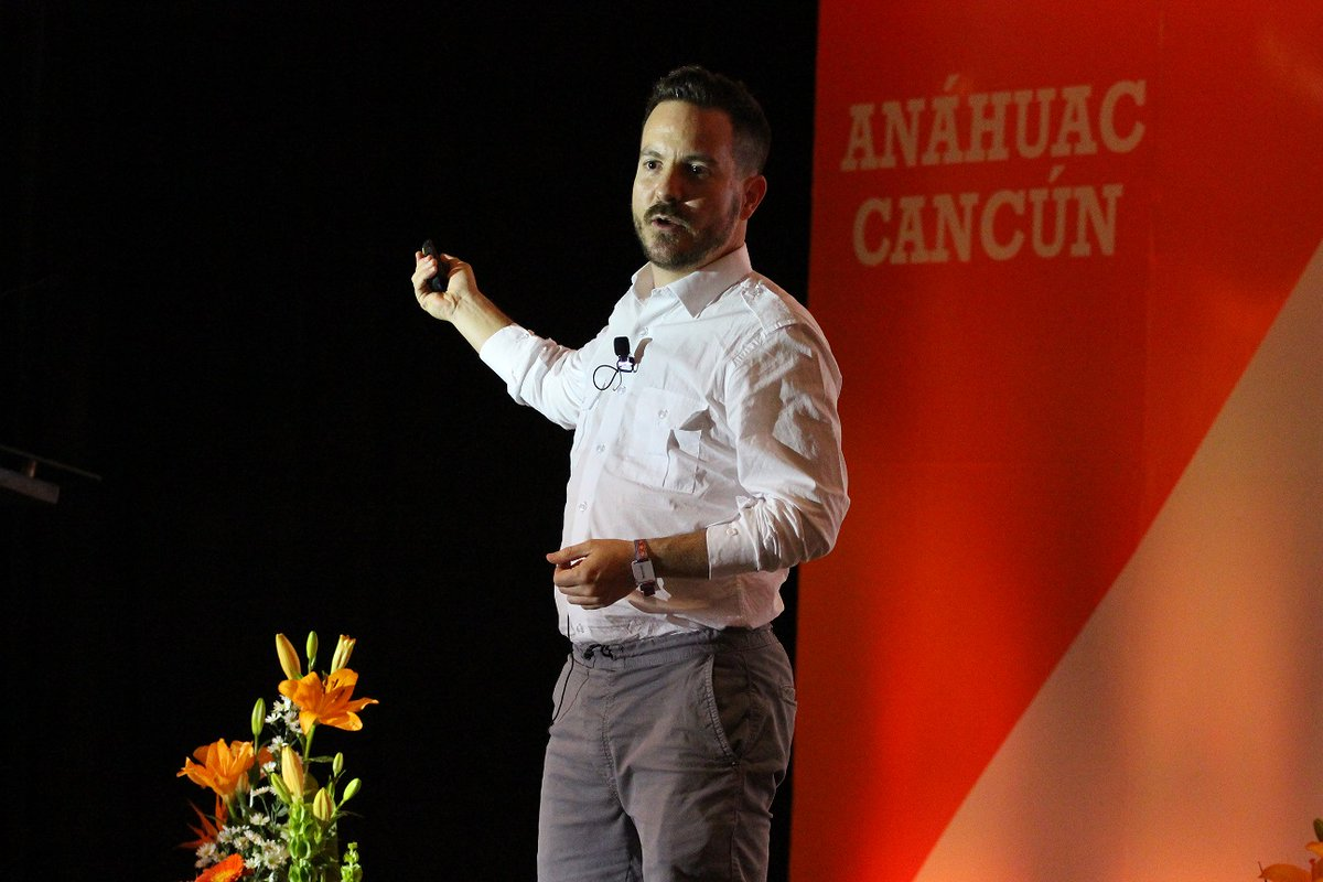 """""""Sigue y haz aquello que te motiva y te emociona sólo de pensarlo""""  Endeavor Meetup: Enrico Becerra, CEO and founder of Mycashless #iBF2019 🔶Anahuac Cancun, we form international leaders https://t.co/1S90q83Uod"""