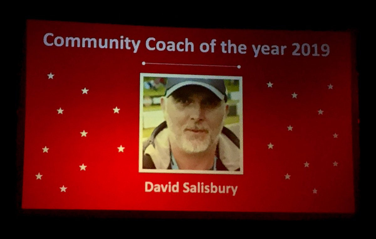 Huge congratulations to @RRaiders_FC coach @strawbs749 for picking up the Community Coach of the year award at the @Leap_BMK Bucks & MK Sports Awards tonight. A fantastic achievement - well done and thank you! #BestOfBMK #BerksBucksFA #Football #ForAll