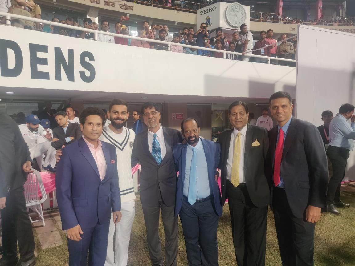 Privilege to watch our boys take on @BCBtigers in the first ever daynight  test match in India with pink ball! in the process got to catch up with these legends @ the gardens always a pleasure to come back to the real home of cricket!#BANvIND #PinkBallTestMatch #DayNightTest https://t.co/ENHreNZw8x