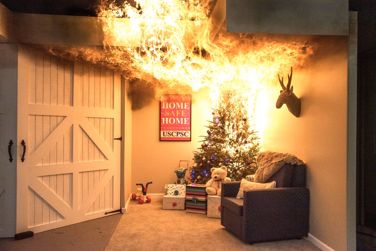Don't let your holidays go up in flames! I spent the day with @USCPSC who wants you to be #HomeSafeHome this season. Check out their safety tips for holiday decorating, cooking and toys! https://t.co/yWdIG5XUjI https://t.co/92OxqWD32n
