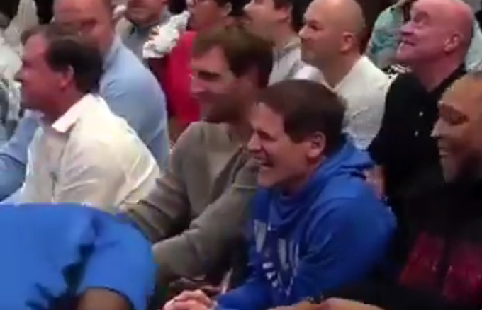 【影片】萬眾歡呼!德佬退役後首次回到主場,還攜手兩大名宿一同觀看比賽!