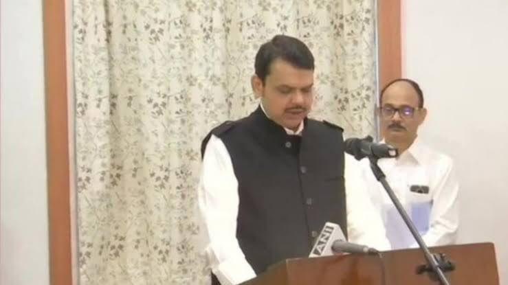 श्री @Dev_Fadnavis जी को महाराष्ट्र के मुख्यमंत्री और श्री @AjitPawarSpeaks को प्रदेश के उपमुख्यमंत्री के रूप में शपथ लेने पर हार्दिक बधाई।जनता ने जो जनादेश दिया उसका अब सही रूप से पालन हुआ है। हम एक मज़बूत और जन समर्पित सरकार का विश्वास रखते हैं।  @BJP4India @JPNadda @AmitShah