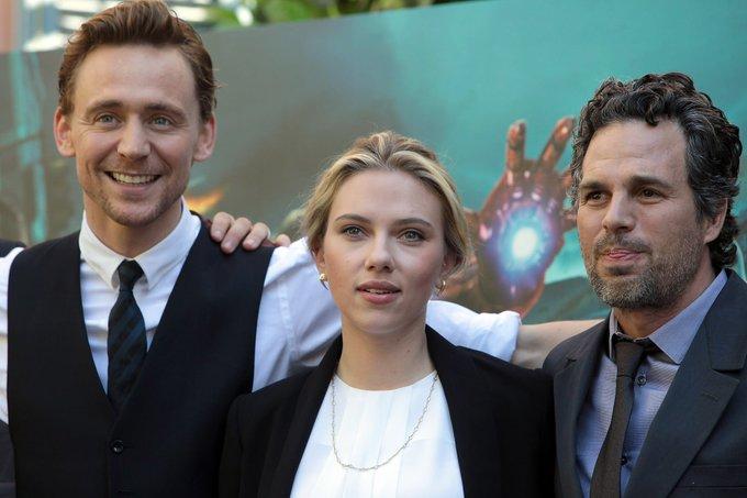 I m kinda late but happy birthday to the beautiful Scarlett Johansson and the amazing Mark Ruffalo!