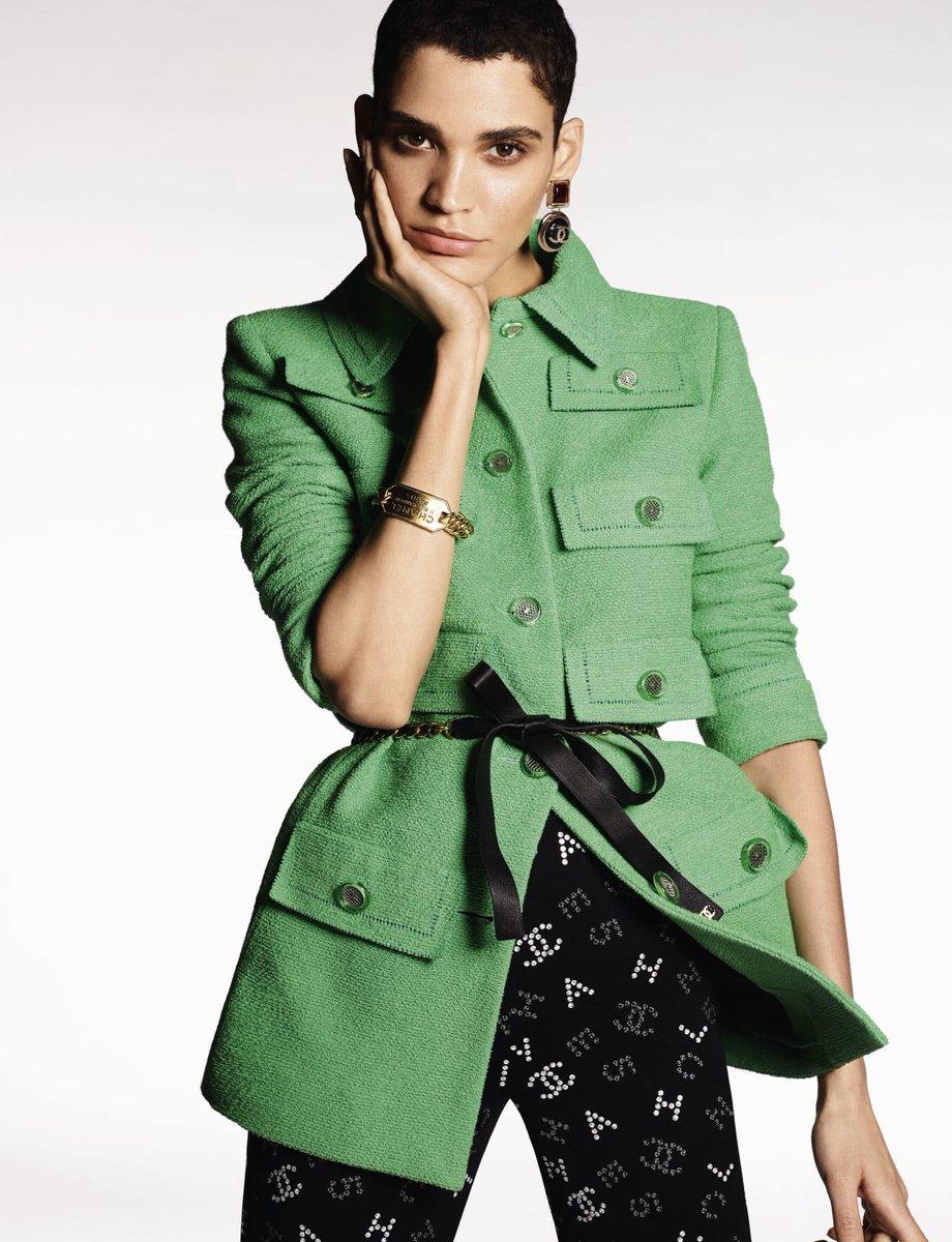 Campagne pour la collection #CHANELCruise 2019-20, imaginée par #VirginieViard et disponible en boutique #CHANEL et sur https://t.co/Tl4kgzsjHX #DestinationCHANEL 👉 https://t.co/D1Kctf3DPO L'héritage de Coco Chanel #espritdegabrielle https://t.co/CHKgQKcDvG