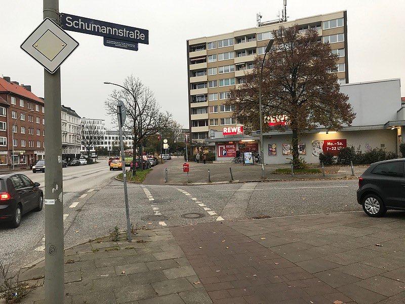 Wenn Wünsche wahr werden: Zebrastreifen für Fußgänger*innen an der Schumannstraße. Kompetenzzentrum für barrierefreies Bauen #Hamburg hatte den Fußgängerüberweg angeregt. https://gruene-nord.de/home/news-volltext/article/wenn_wuensche_wahr_werden_zebrastreifen_fuer_fussgaengerinnen_an_der_schumannstrasse_barmbek_sued/… #barrierefrei #Barmbek #Fußverkehr #Inklusion