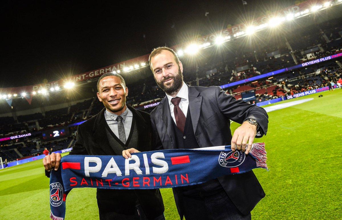 Les anciens joueurs du Paris Saint-Germain José-Karl Pierre-Fanfan et Danijel Ljuboja ont assisté à la victoire 2-0 face à Lille, ce vendredi au Parc des Princes 📸🏟️ #PSGLOSC ❤️💙 #ICICESTPARIS