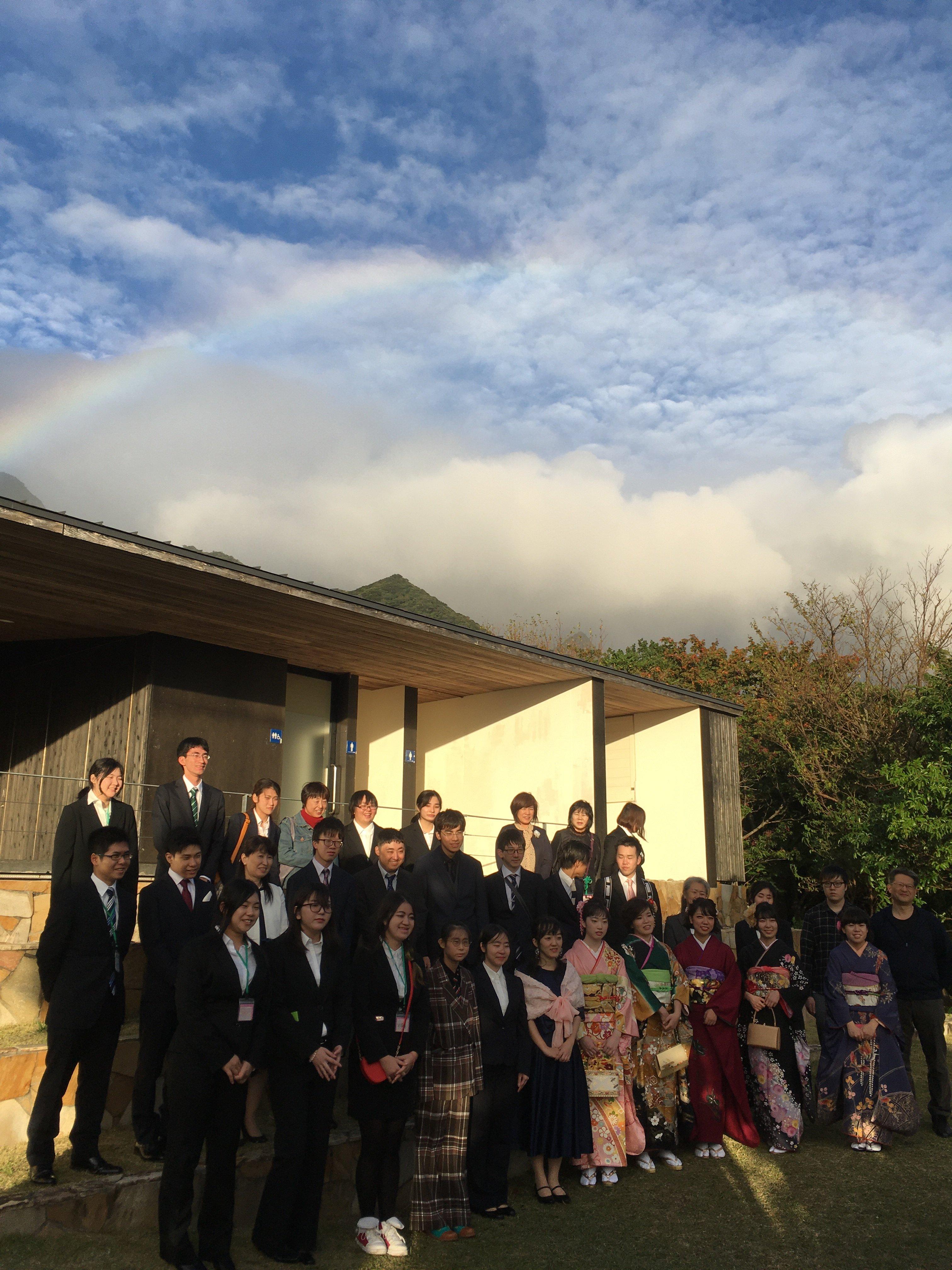 綺麗な虹が架かり成人を迎えた卒業生の新たな門出を祝ってくれました