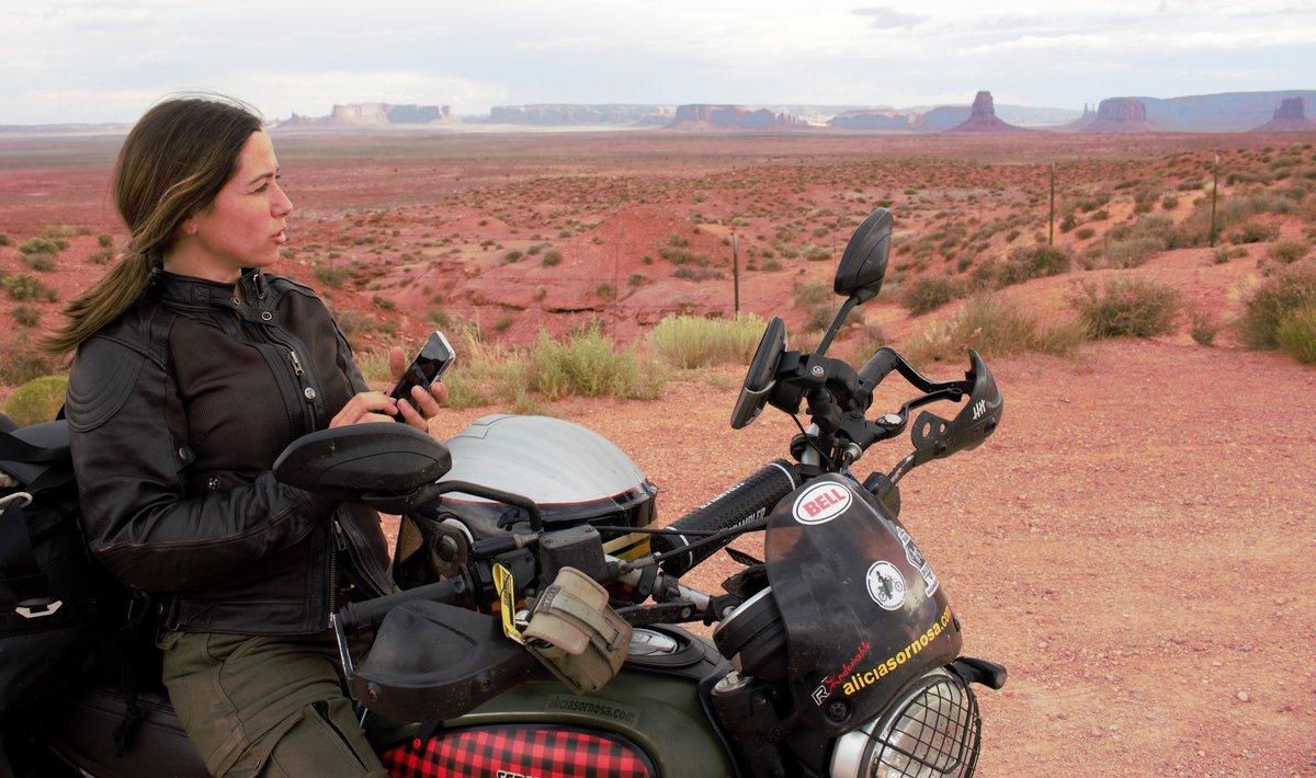 Y tú, ¿tienes el gen viajero?  https://aliciasornosa.com/?p=4528 #aliciasornosa #genviajero #viajesenmoto #viajoenmoto #mujeresviajeras #viajosola #nomadas #aventura #womanwhoride #ladybiker #motoviajero #motoverlander #overlanderpic.twitter.com/jcHz3jUE7E