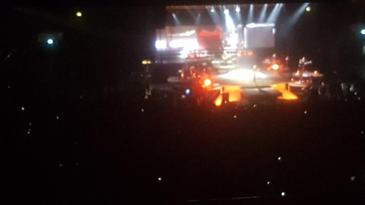 #Milano #Assagoforum  #danielesilvestri #Terrasottoipiedi tre ore di un concerto poesia.... Bellissima serata pic.twitter.com/4Q8G56Kvft