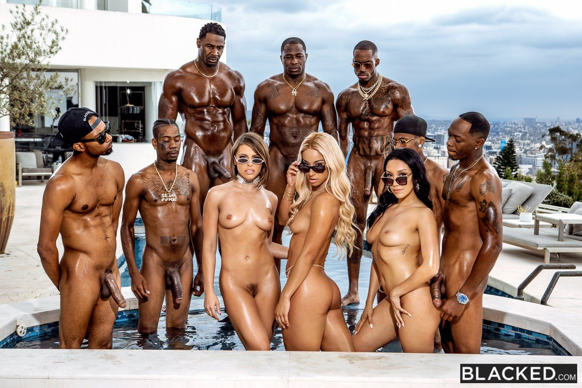 so fuckin sexy bitches @TeannaTrump @adrianachechik @VickiChase 😈😍🍑🤤🔥 ft. @JaxSlayher @RobPiperXXX @IAMSLIMPOKE @Pressuretheent1 #MOOKIEJORDAN #JAMALRIGHT #SCOTTYP @Blacked_com BadBitches 💯💯💯