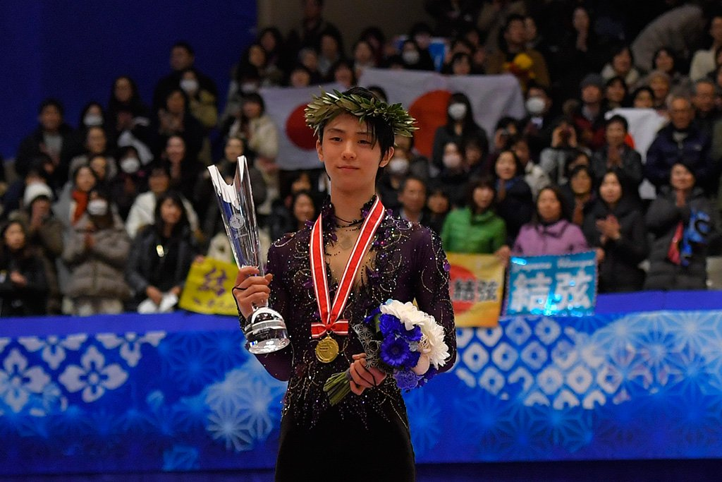 Yuzuru Hanyu  triumphs by huge margin on home ice at #NHKTrophy - Kevin Aymoz  reaches Torino finals while Roman Sadovsky  claims his first Grand Prix medal.  Read our recap of the Men's Free Skating in Sapporo  http:// bit.ly/35tTMyq     #GPFigure #FigureSkating  <br>http://pic.twitter.com/ZgxbVqwIi5