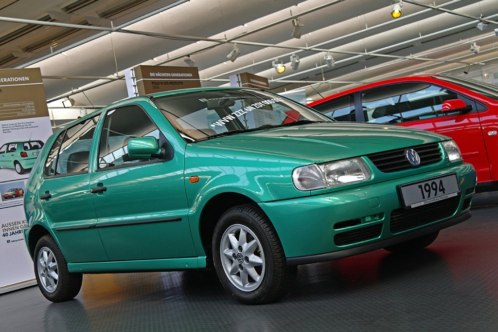 We've just been reminded of our trips to the AutoMuseum Volkswagen in Wolfsburg over the past few years. A trio of special Polo-based exhibits follow, starting with the very first 6N of 1994, resplendent in Electric Green, and with that very special chassis number... #VW (1/3) https://t.co/fQYNjn1Pvu