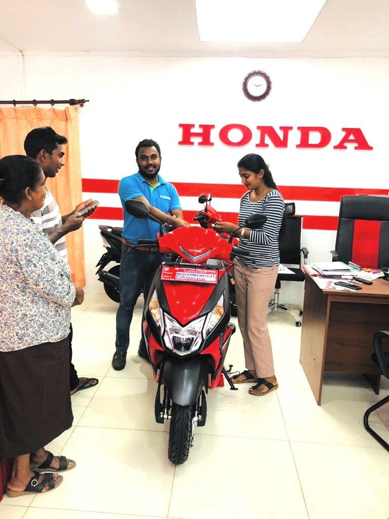#happycustomer #Honda  #hondabikes #hondasrilanka #hondarikillagaskada #srilandhonda #srilanka #sriland #srilandturbo #rikillagaskada #rikillagaskadabike #rikillagaskadabikeshowroom #bikeshowroom #bike #dio #hondashowroom #kandy #deltota  #mahesh_malwathugodapic.twitter.com/FIHd765DaX – at Sri Land Turbo