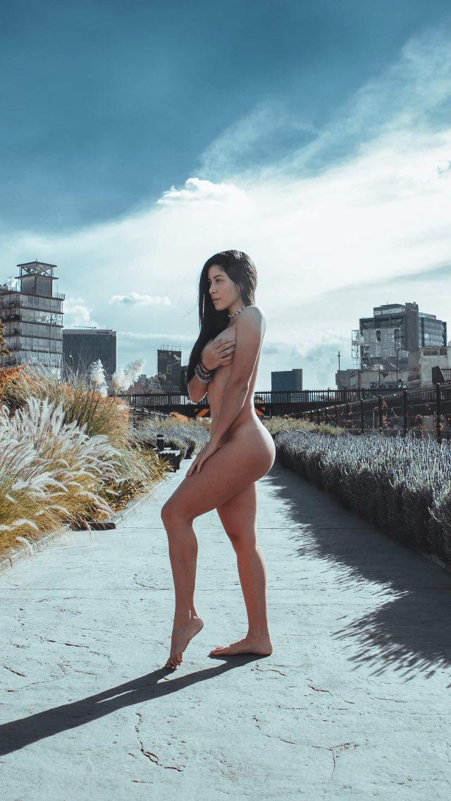 A poco no la #cdmx es hermosa? Hoy el día está para salir a dar una vuelta no creen? #sexy #woman #nude #nudeart #streetphotography #manuphotograph