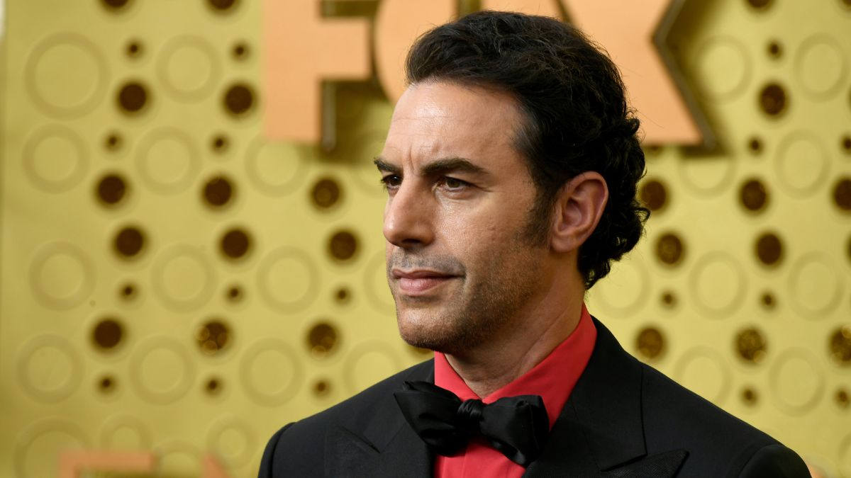 """#SachaBaronCohen called out Facebook, Google, YouTube & Twitter for facilitating """"hate & violence."""" Cohen called social media, """"The greatest propaganda machine in history. They generate engagement through lies & fear."""" Thoughts on his stance? (Source: THR.) pic.twitter.com/Y5Md98cJkH"""