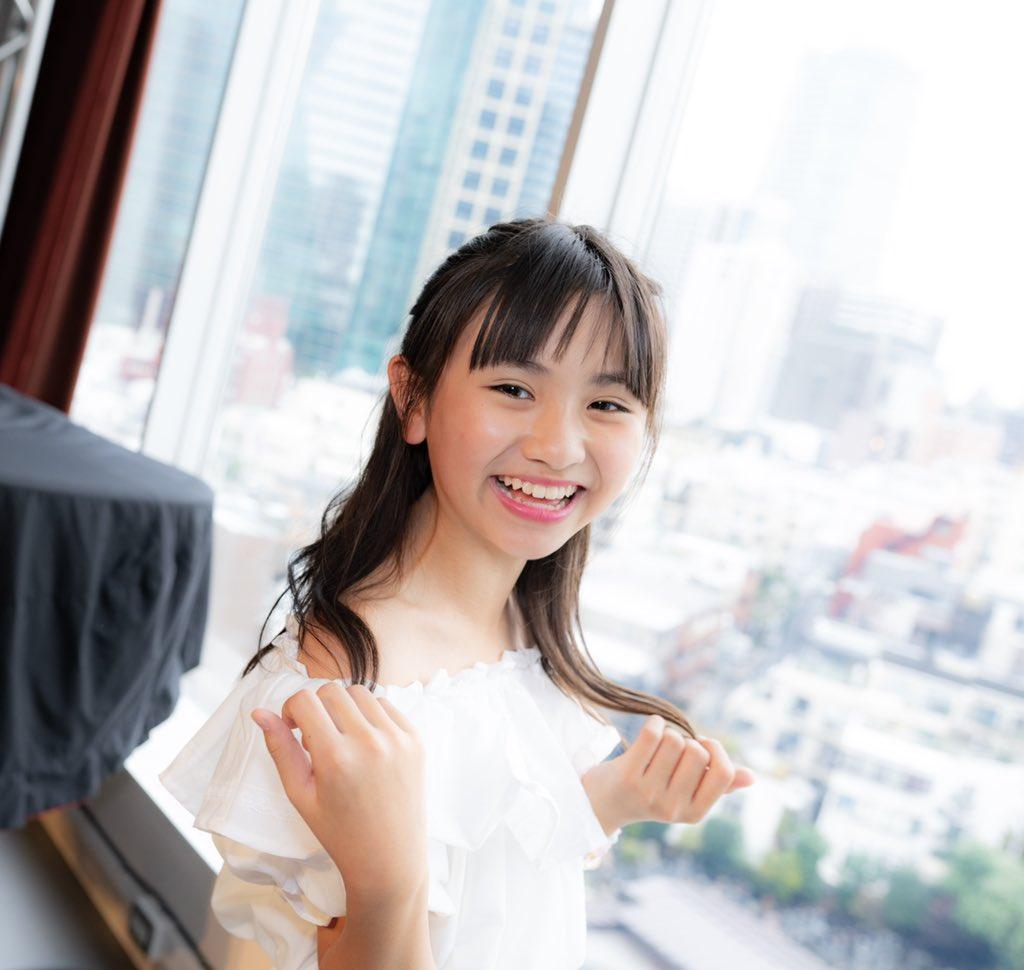 🐤11月24日🐤六本木バードランドランチタイムショーVol.2#櫻井佑音(@yune_yune_go_go)ちゃん物販撮影背景ですが、夜は東京タワーなどなどで綺麗な夜景なんだろうけど昼間はまさかのお墓でした笑👻