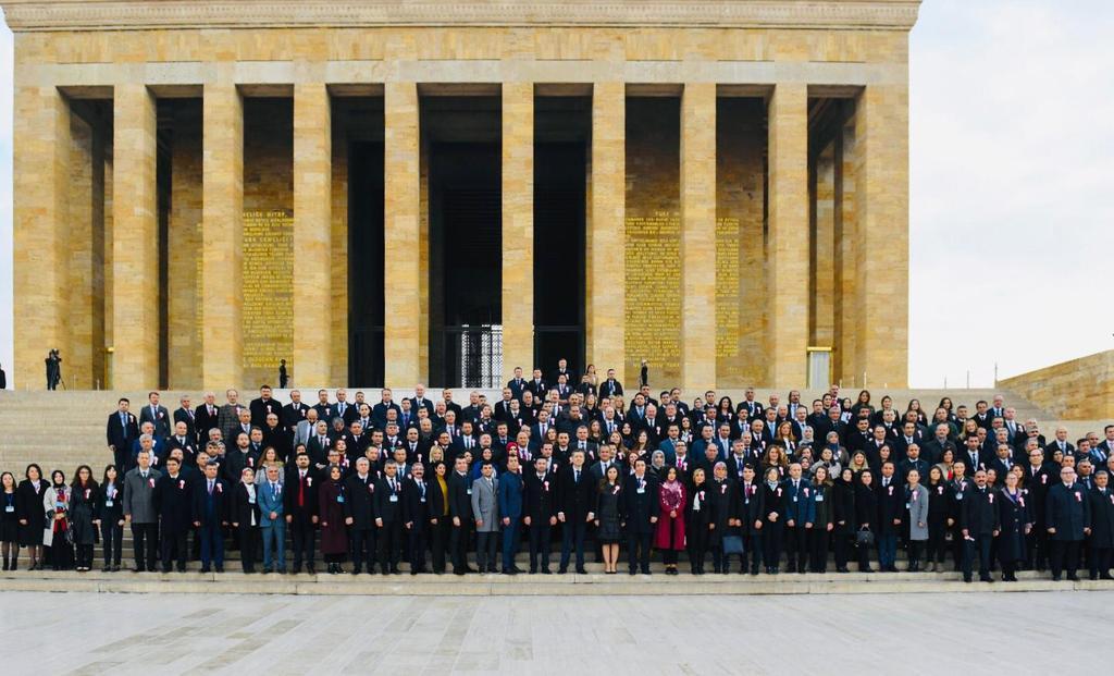 81 ilin temsilci öğretmenlerinin adımları ve bir milyon öğretmenin kalp atışlarıyla, Başöğretmen Mustafa Kemal Atatürk'ün huzurunda bir kez daha sesleniyoruz #güçlüöğretmengüçlügelecek