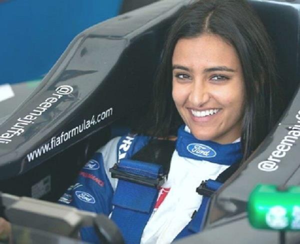 सऊदी अरब में बदला इतिहासः पहली बार महिला बनेगी कार रेसिंग का हिस्सा  https://www.punjabkesari.in/international/news/in-first-saudi-woman-to-drive-race-car-in-kingdom-1086829…  #SaudiArabia #CarRacing #WomanDriver pic.twitter.com/oXitZOwEV4