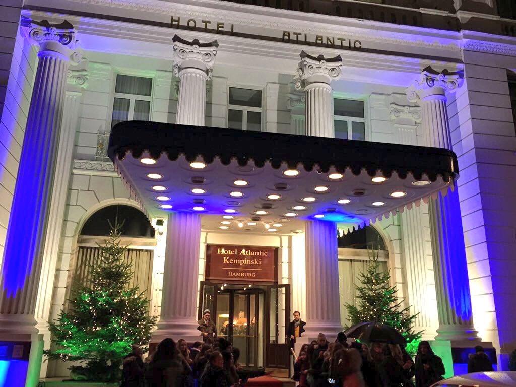 20 Jahre #MovieMeetsMedia #VIP-Event in #Hamburg am 25.11.2019 mit Stargast @JustElisabetta, #HPBaxxter, @TschenPe, @DWoehrl uvm. im @Kempinski_HH.   #Redcarpet @MoviemeetsMedia pic.twitter.com/vtEMoK0yCP