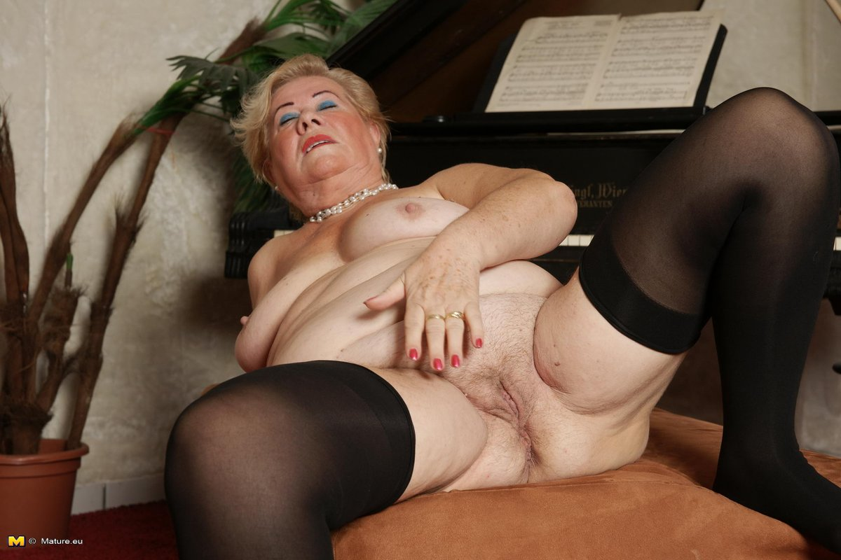 Hairy pussy older woman free porn