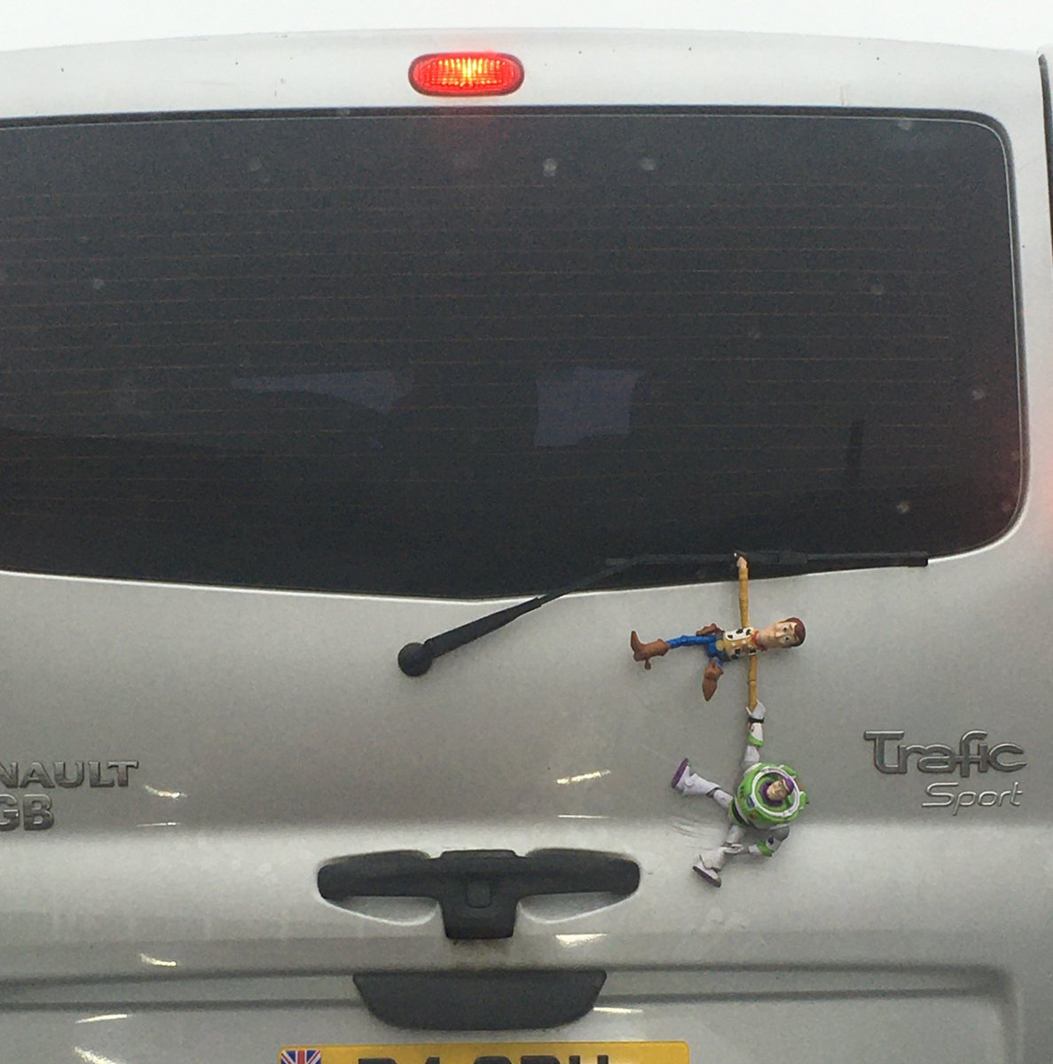 This made me smile today #WhatIfTheyreReal #ToyStory #WoodyAndBuzz #MadeMyDay pic.twitter.com/EhITerGzFe
