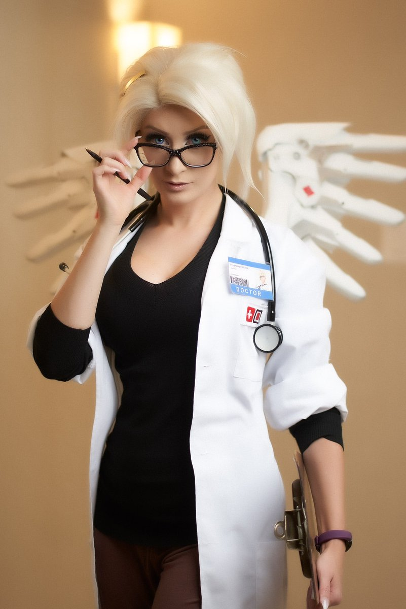 Doctor Mercy Cosplay