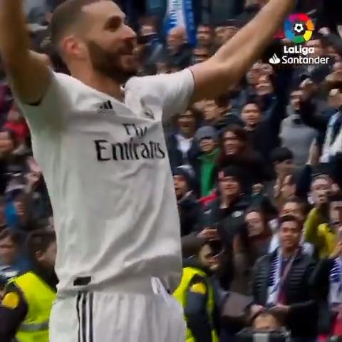 Es un líder, es único, es goleador. 💜 Es @Benzema 💜