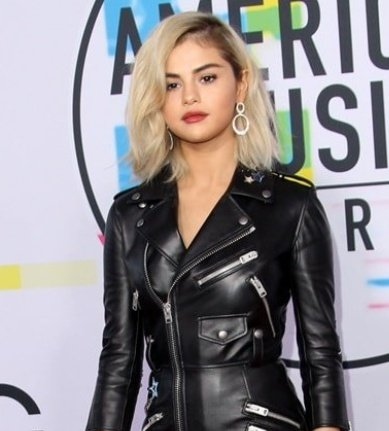 Ok but Selena looks 100x times healthier and happier than 2 years ago and I'm so GRATEFUL PLEASE SHE DESERVES EVERYTHING GOOD OMG 🤧💚  #AMAs #AMAs2019 #SelenaxAMAs https://t.co/2TuTjdhYcL