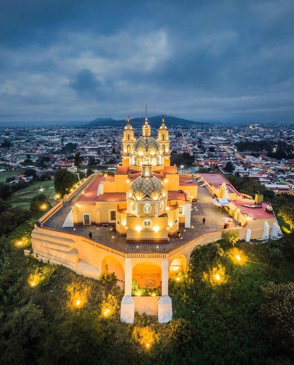 """""""Santuario de Nuestra Señora de los Remedios""""  Desde el Pueblo Mágico de #Cholula les deseamos una excelente tarde.  Anímate #ExploraPuebla no te arrepentirás. 📸: Marco Saénz."""