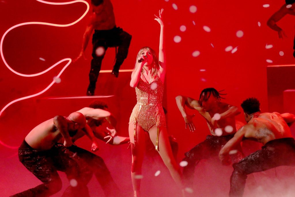 """Taylor Swift >> álbum """"Lover"""" [III] EKMCy63U0AAfF99?format=jpg"""