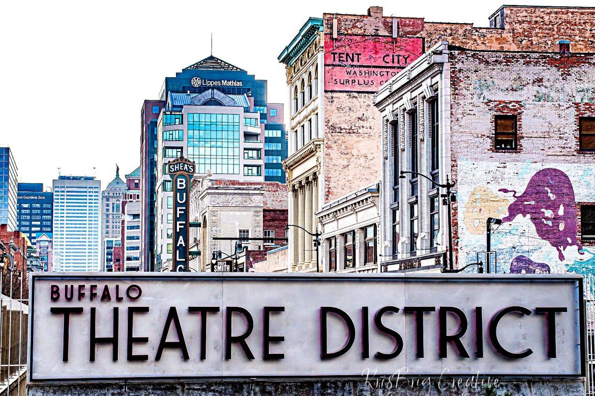 Brisk afternoon downtown. #buffalo #buffalove #buffaloproud #buffalotheatredistrict #home #thisishome @StepOutBFLO @BuffaloNiagara @BN360 @BuffaloSpree @BNPartnership @KateOfNY #mostbuffalo #beon2 #buffalophotography #potd #supportsmallbusiness